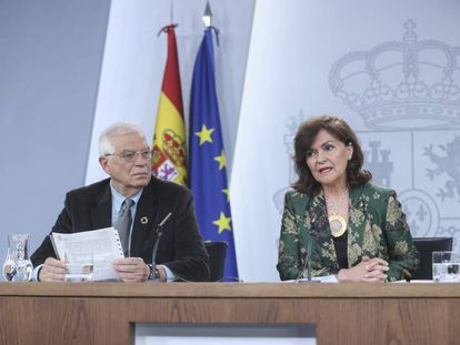 Ministers Josep Borrell and Carmen Calvo at a press conference on March 1.