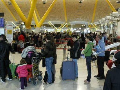 Travelers at the Adolfo Suárez Madrid-Barajas International Airport.