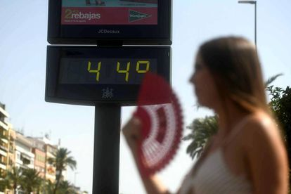 Thermometer reads 44ºC in Córdoba.