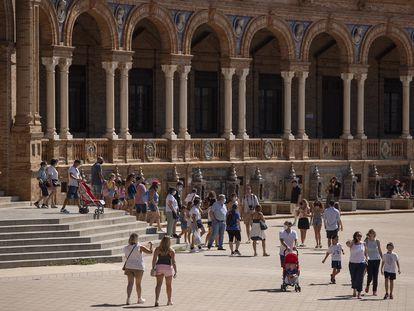 Tourists in Seville's Plaza de España on September 3.
