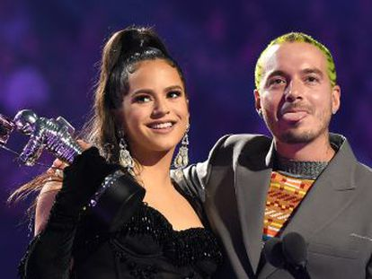The 25-year-old star from Catalonia won Best Latin Video alongside reggaeton artist J Balvin for their song 'Con Altura'