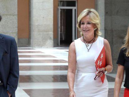 Esperanza Aguirre with Isabel Gallego (right).
