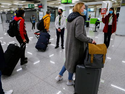 Tourists from Germany arrive in Palma de Mallorca on Sunday.