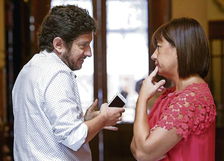 Alberto Jarabo of the Podemos party and Francina Armengol of the PSOE party