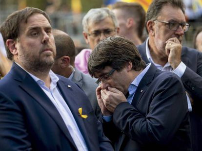 Catalan premier Carles Puigdemont (R) with his deputy Oriol Junqueras.