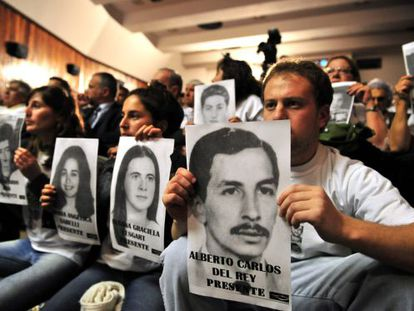 Families of the victims of the Trelew massacre await the verdicts on Monday.