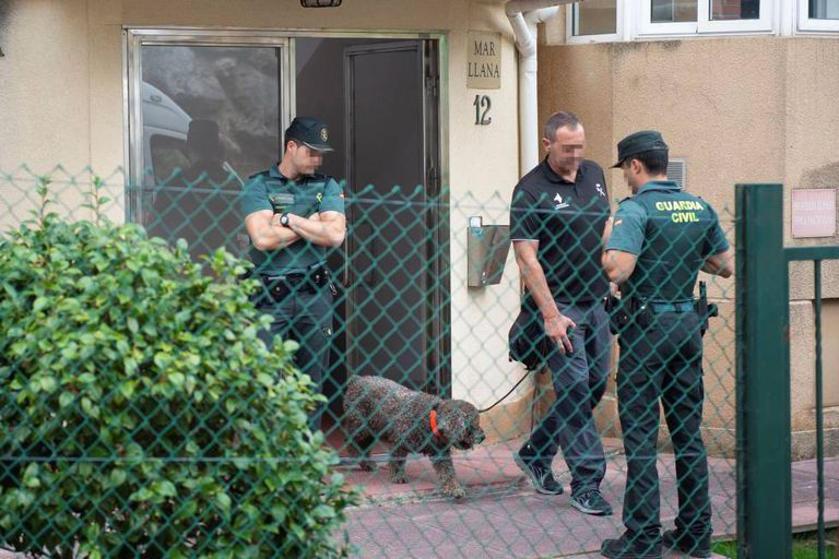 Civil Guard officers search the suspect's house in Castro Urdiales.