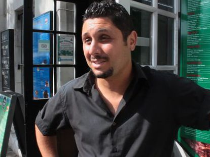 Zakaria, a waiter living in La Linea but working in Gibraltar, has been affected by the recent border controls.