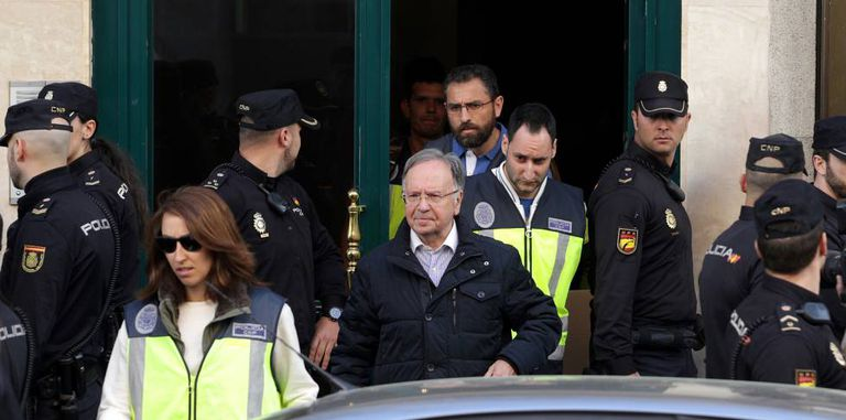 The head of Manos Limpias, Miguel Bernad, is taken away by police.