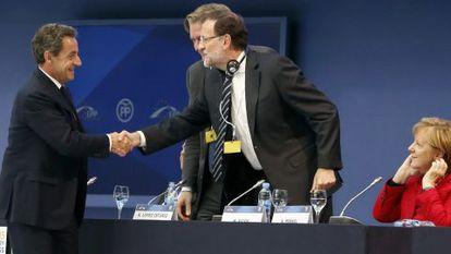 Sarkozy (l), Rajoy and Merkel in Madrid on Thursday.