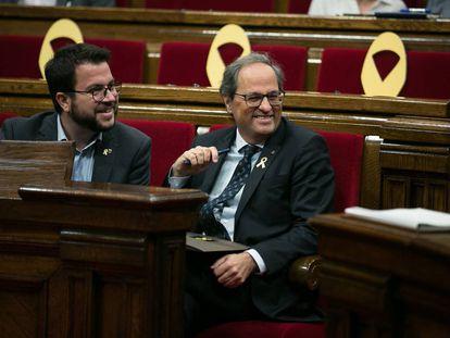 Catalan premier Quim Torra (r).