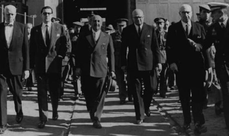 Francisco Franco (center) seen visiting the headquarters of Fecsa, a company owned by the banker Juan March.