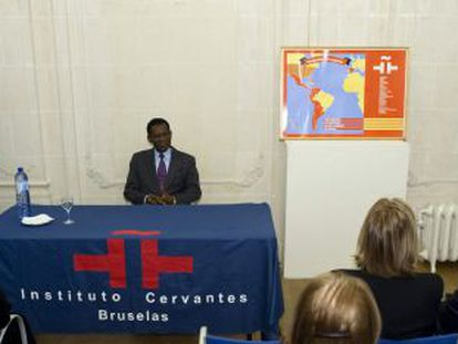 Equatorial Guinea President Teodoro Obiang (sitting) is introduced by the secretary general of the Cervantes Institute in Brussels, Rafael Rodríguez-Ponga Salamanca.