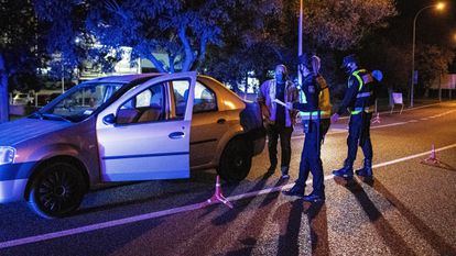 A police checkpoint in the municipality of Manacor, which was placed under a perimetral lockdown Thursday night.