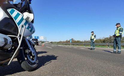 A Civil Guard road check in Extremadura.