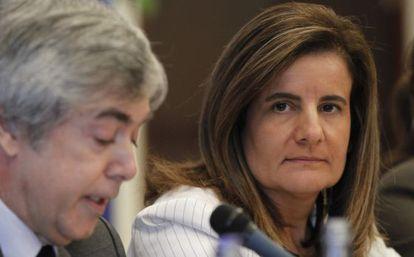 Labor Minister Fátima Báñez with the chairman of the foundation Fundación de Estudios Financieros, Juan Carlos Ureta.