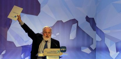 The PP's lead candidate in the May 25 European elections, Miguel Arias Cañete, at a party rally in Barcelona.