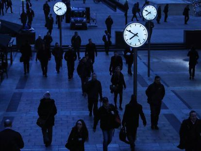 Workers in London's financial district make an early start.