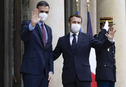Spanish Prime Minister Pedro Sánchez and French President Emmanuel Macron at the Elysee Palace on Monday.