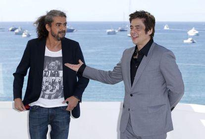 Fernando León de Aranoa (left) and Benicio del Toro in Cannes.