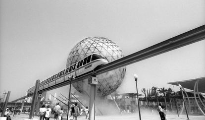 The monorail train and the microclimate sphere: symbols of the Seville Expo '92.