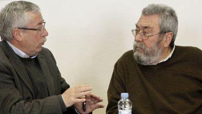 CCOO's Ignacio Fernández Toxo (l) meets with UGT's Cándido Méndez.