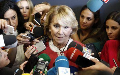Esperanza Aguirre speaking last week after the arrest of her successor as head of the regional government of Madrid, Ignacio González.