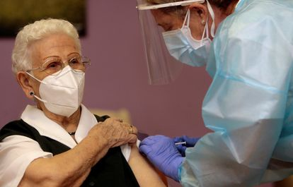 Araceli Hidalgo, 96, receives the Covid-19 vaccine on Sunday.
