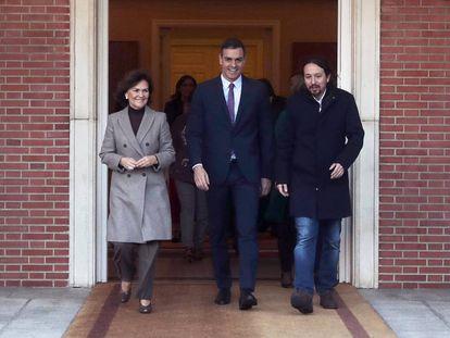 (l-r) Deputy Prime Minister Carmen Calvo, Prime Minister Pedro Sánchez and Deputy Prime Minister Pablo Iglesias.