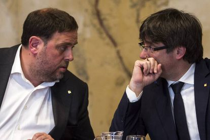 Catalan regional premier Carles Puigdemont (r) and deputy Oriol Junqueras.