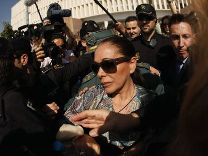 Isabel Pantoja leaves the Málaga court.