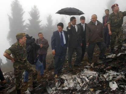 Then-Spanish Defense Minister Federico Trillo, center with blue tie, visits the scene of the crash in Turkey in May 2003.