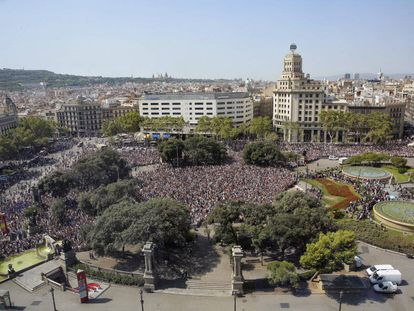 Barcelona's Plaza de Catalunya de Barcelona square during the minute's silence on Friday.