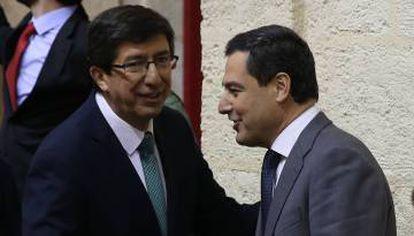 Andalusian premier Juan Manuel Moreno (l).