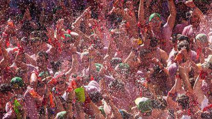 Sanfermines 2016 kicks off to a wet and wild start.