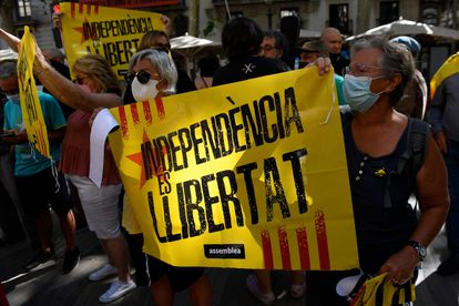 People protest in front of the Liceu theater in Barcelona in support of the jailed independence leaders.