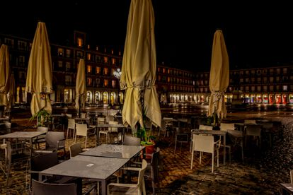 Madrid's Plaza Mayor square on the first night of the curfew.