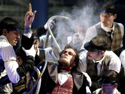 Zachary James (c), in the role of Abraham Lincoln during a moment from ´The Perfect American´ at Madrid's Teatro Real.