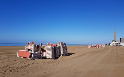Maspalomas beach in Gran Canaria during the spring lockdown.