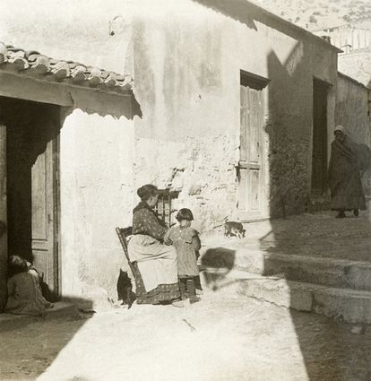 The 1918 flu pandemic led to plummeting birth rates in Spain.