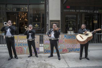 A mariachi band sings outside the office of a lawyer who abused Spanish speakers at a restaurant.