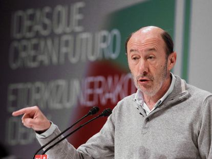 Socialist leader Alfredo Pérez Rubalcaba in Bilbao Sunday.