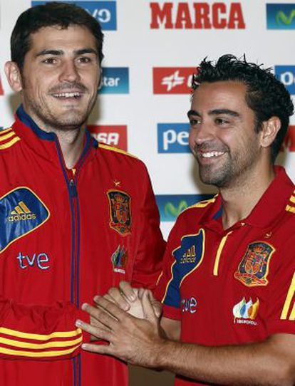 Together we stand: Iker Casillas and Xavi Hernández helped diffuse tension between national team players