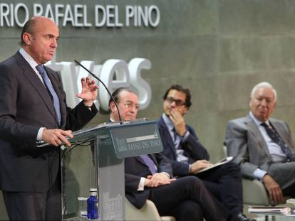 Economy Minister Luis de Guindos (l) wants to attract City lenders to Spain.