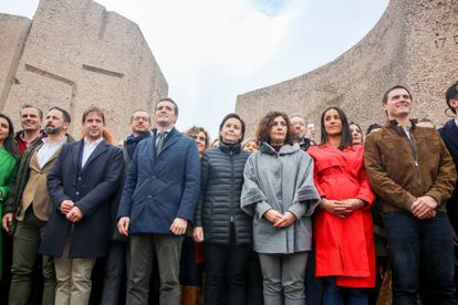 Vox leader Santiago Abascal (3rd from left), PP chief Pablo Casado (c) and Ciudadanos leader Albert Rivera (r) posed for a photo after a rally in Madrid.