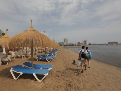 The empty Isla de Ciervo beach in Cartagena on Monday, as visitors stay away due to the environmental situation at the Mar Menor.