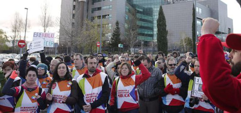 Telemadrid workers begin their march on Wednesday morning.