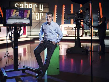 Former contestant Jerónimo Hernández on the set of a game show.