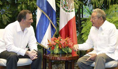 Mexican Foreign Minister José Antonio Meade and Raúl Castro in Havana.