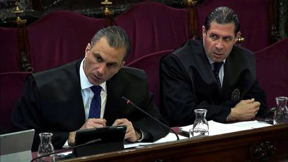 Javier Ortega Smith (l) and Pedro Fernández (r), during the ongoing Supreme Court trial of the pro-Catalan independence leaders.